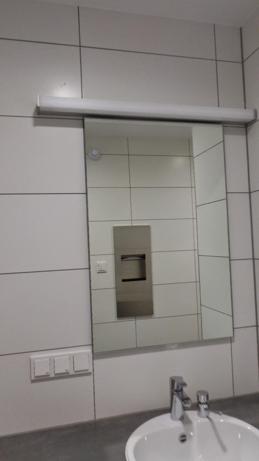 Dürfen Steckdosen neben Waschbecken angebracht werden ...